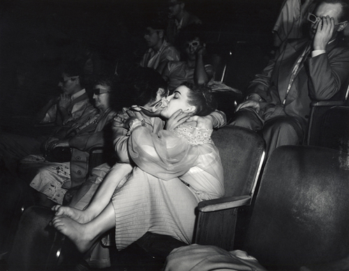 Lovers-with-3-D-glasses-at-the-Palace-Theatre-Infra-red-1943